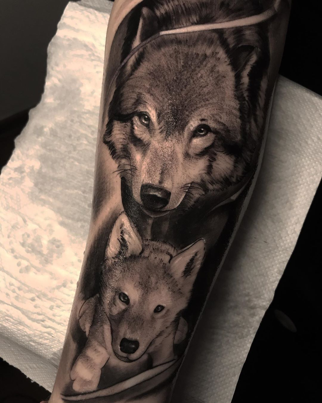 black-and-grey-tattoo-style-wolf