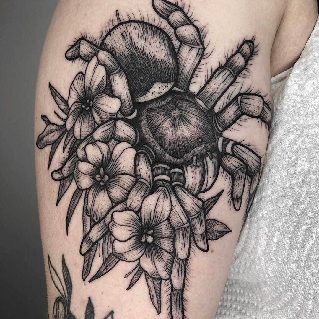 blackwork-tattoo-style-spider