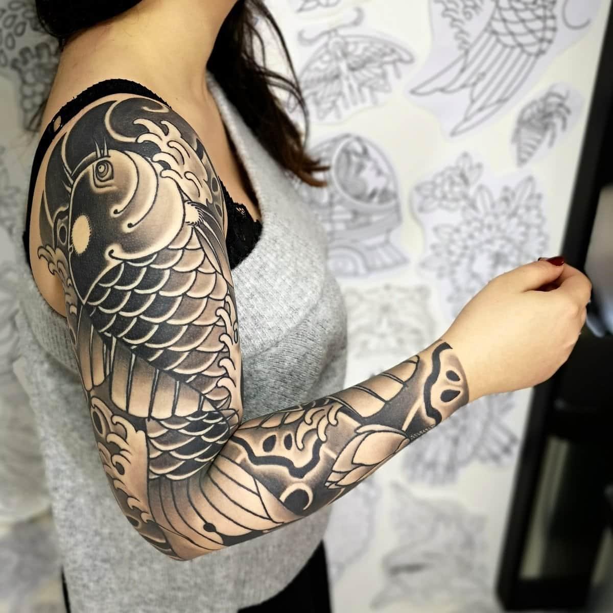 ghis-melou-tattoo-blackwork-sleeve-woman