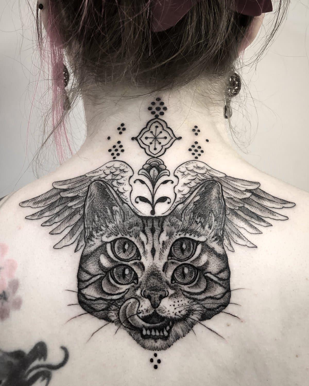 maddalena-tattoo-artist-cat-back