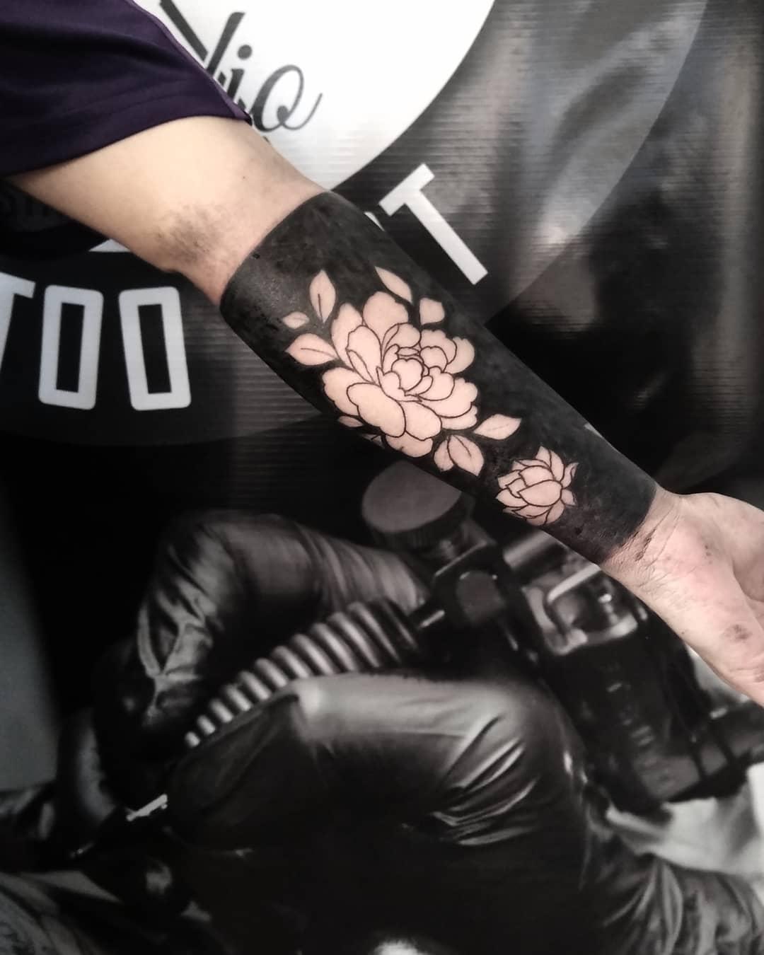 blackout-tattoo-style-arm
