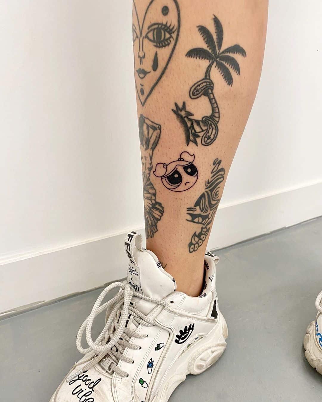 cartoon-tattoo-style-leg