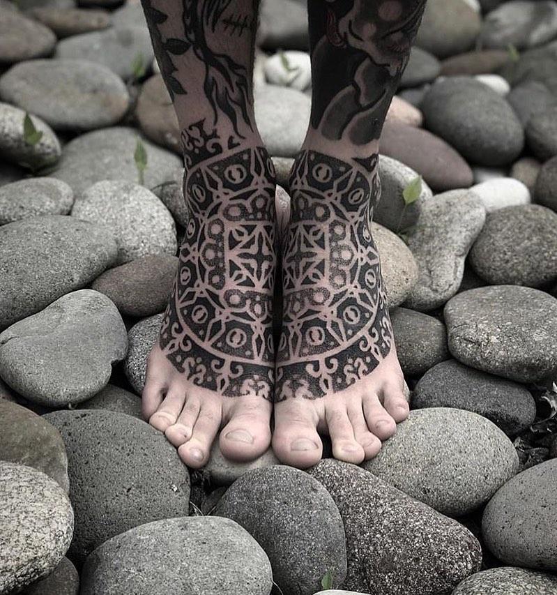 dotwork-tattoo-style-feet
