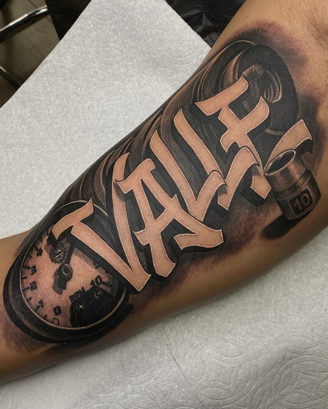 lettering-tatto-style-arm