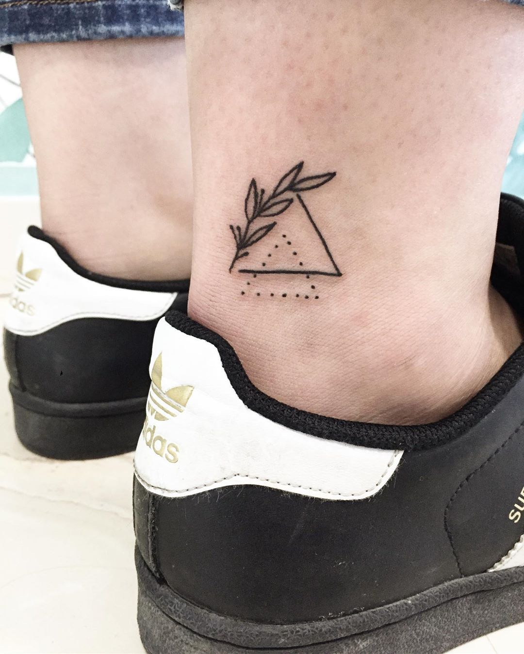 outline-tattoo-style-triangle
