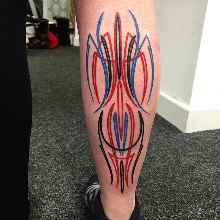 pinstripe-tattoo-style