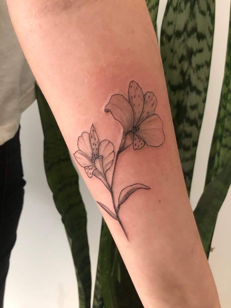 ayelen-tattoo-artist-2-flowers