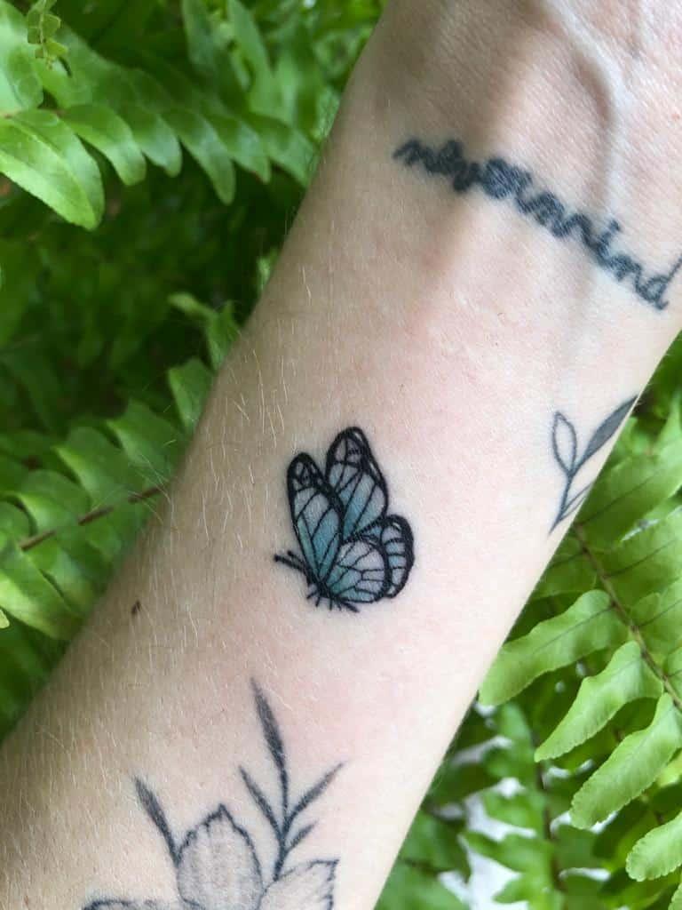 ayelen-tattoo-artist-micro-butterfly