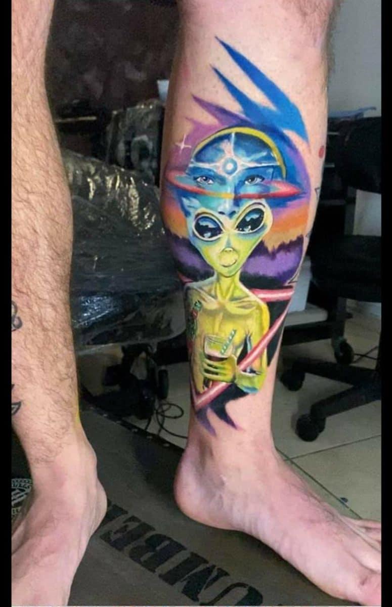 estevam-pinho-tattoo-artist-alien-color-leg