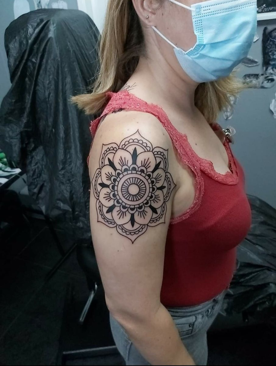 estevam-pinho-tattoo-artist-ornamental-shoulder