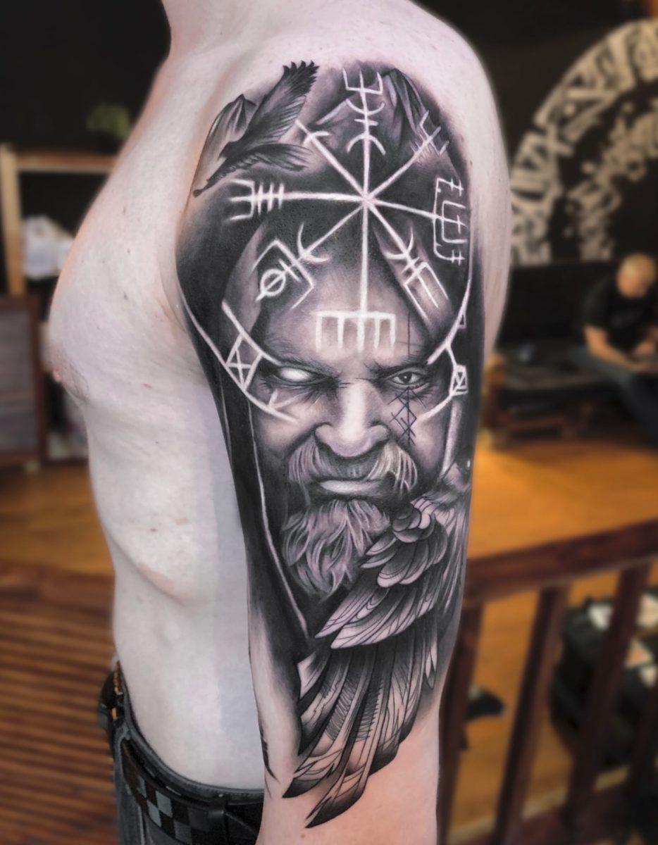 kirill-tattoo-artist-viking-shoulder