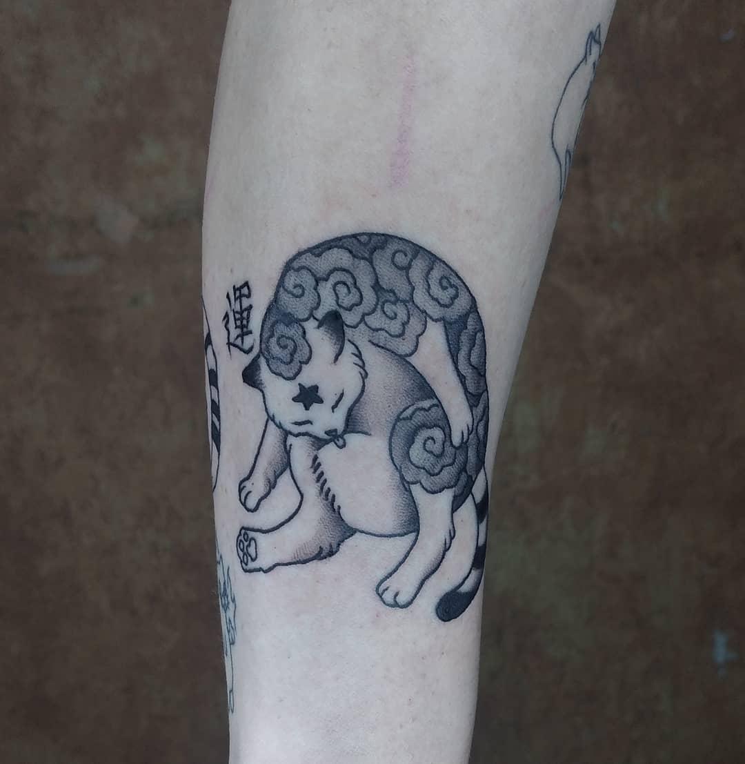 paulette-darko-tattoo-artist-cat-cleaning
