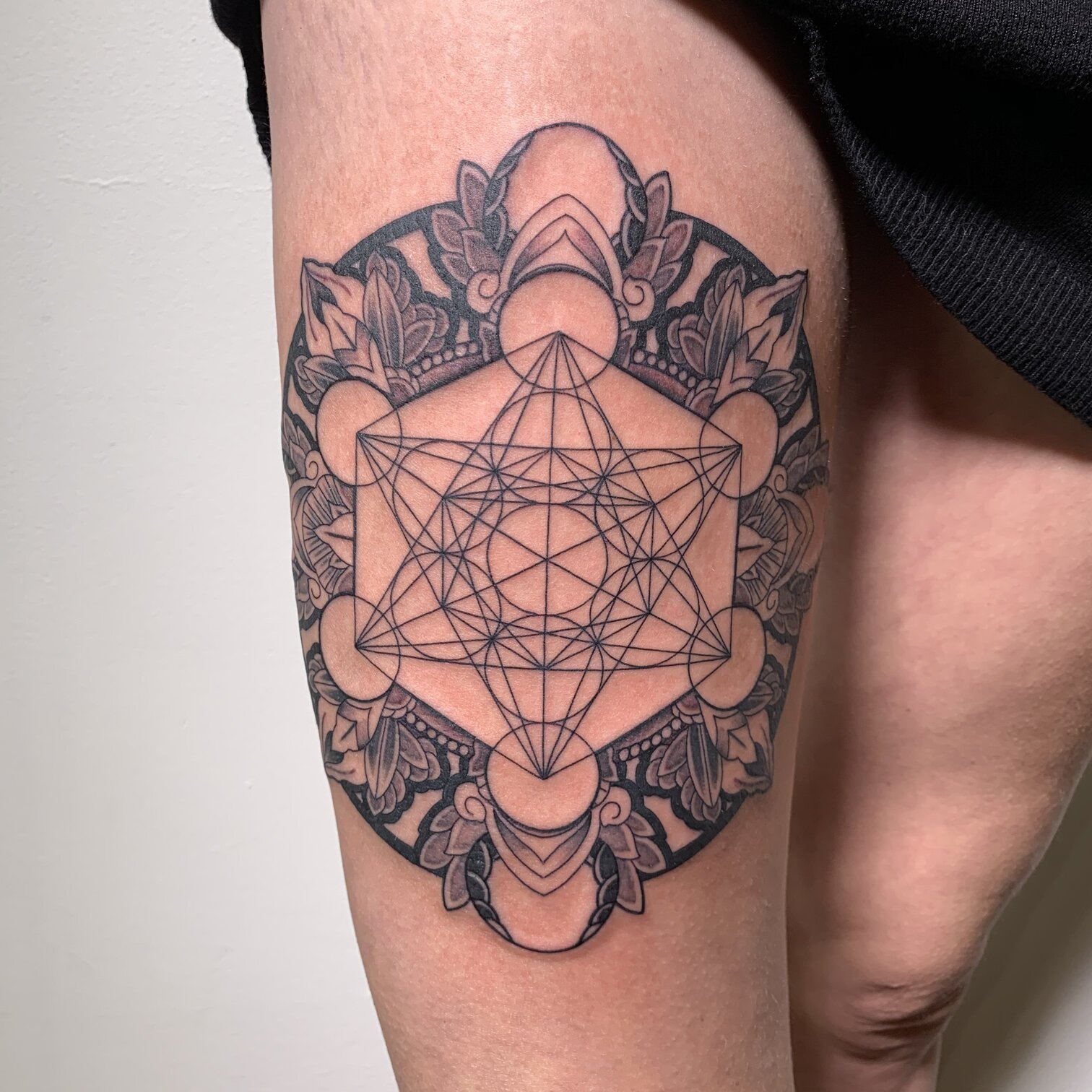 bims-kaizoku-tattoo-artist-geometrical-arm