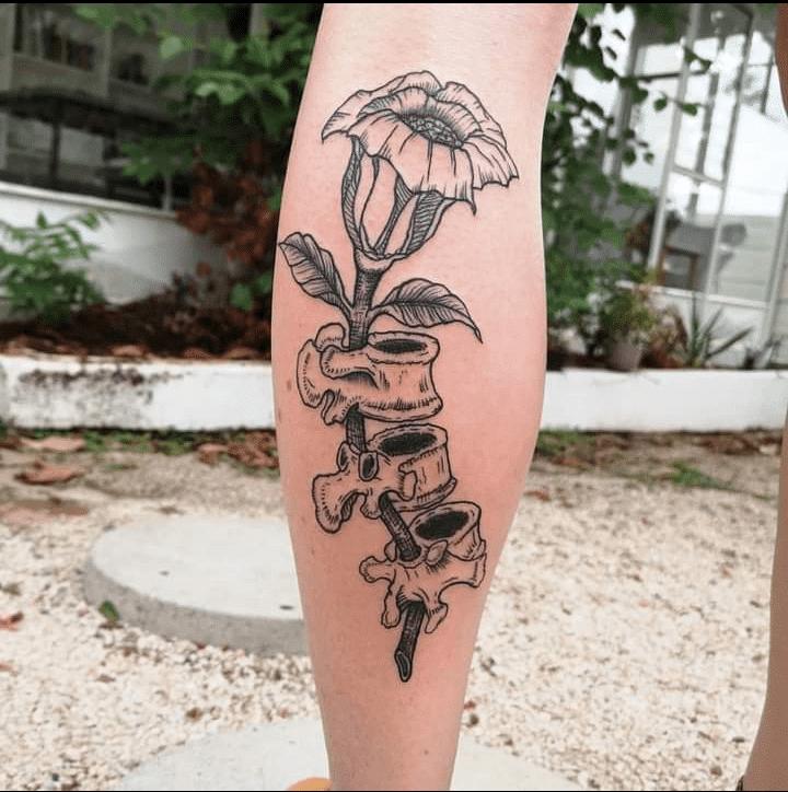 embla-holm-tattoo-artist-bones-flower