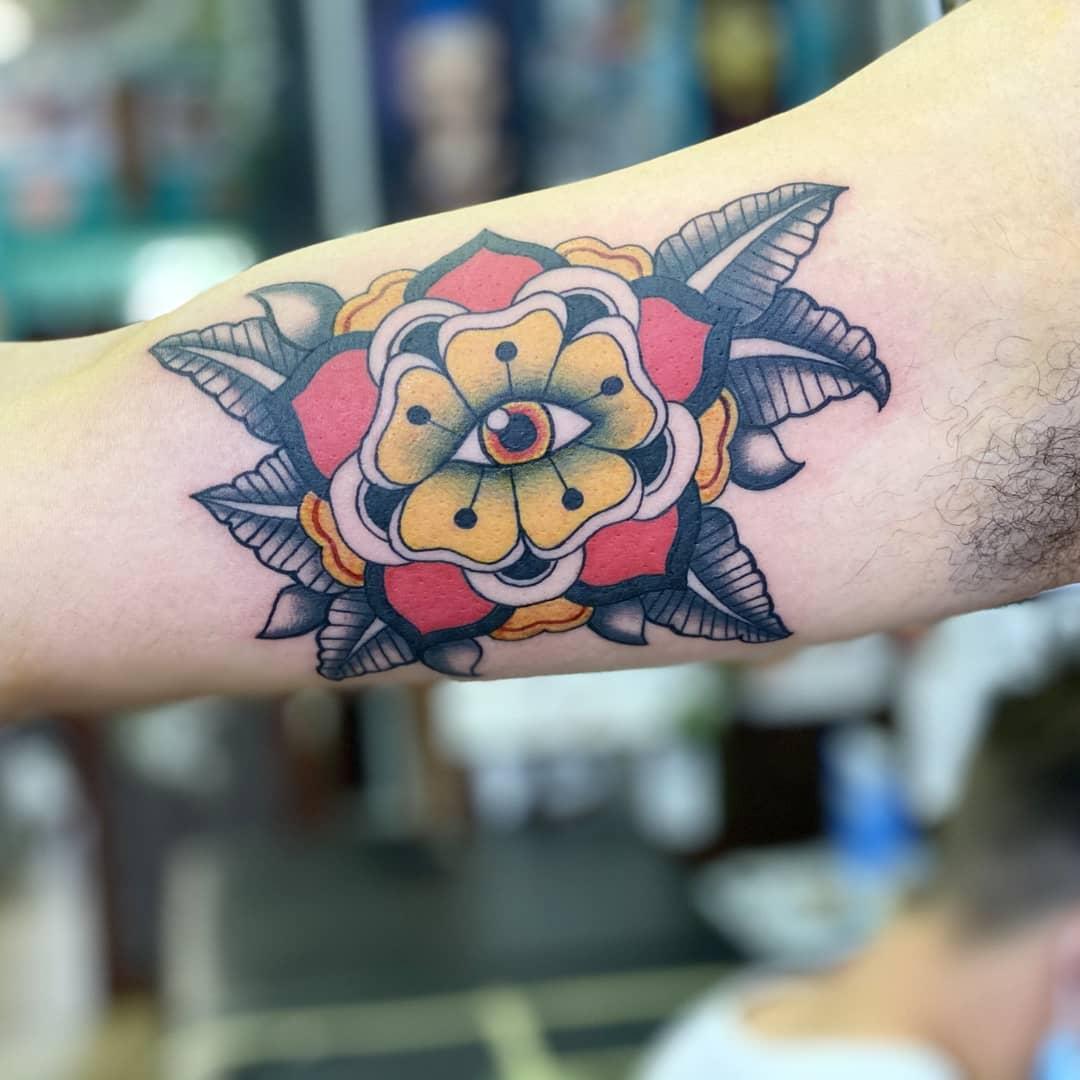 embla-holm-tattoo-artist-eye-flower-new-school