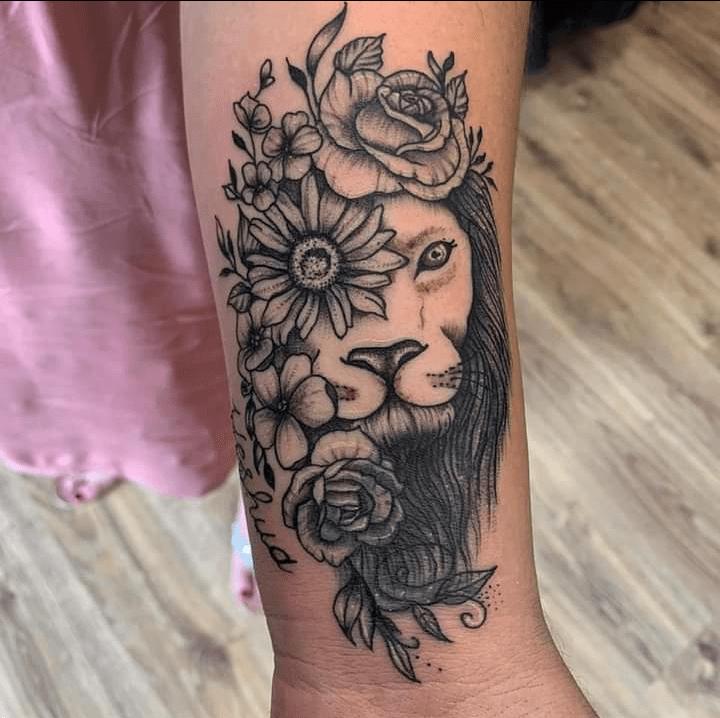 embla holm tattoo artist lion flower