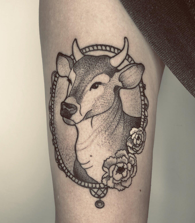 giufalia tattoo artist cow dotwork