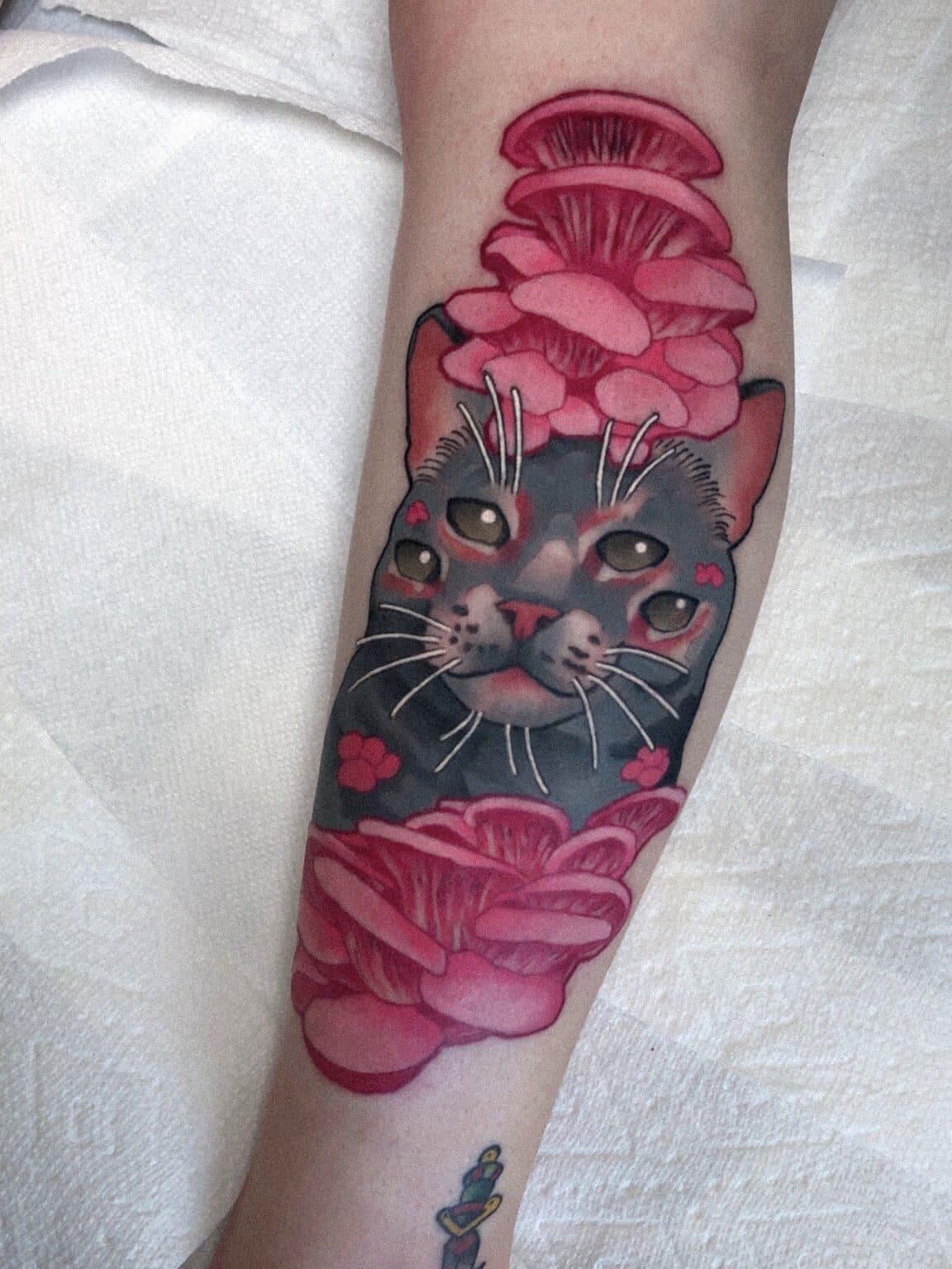 igor-puente-tattoo-artist-cat-4-eyes