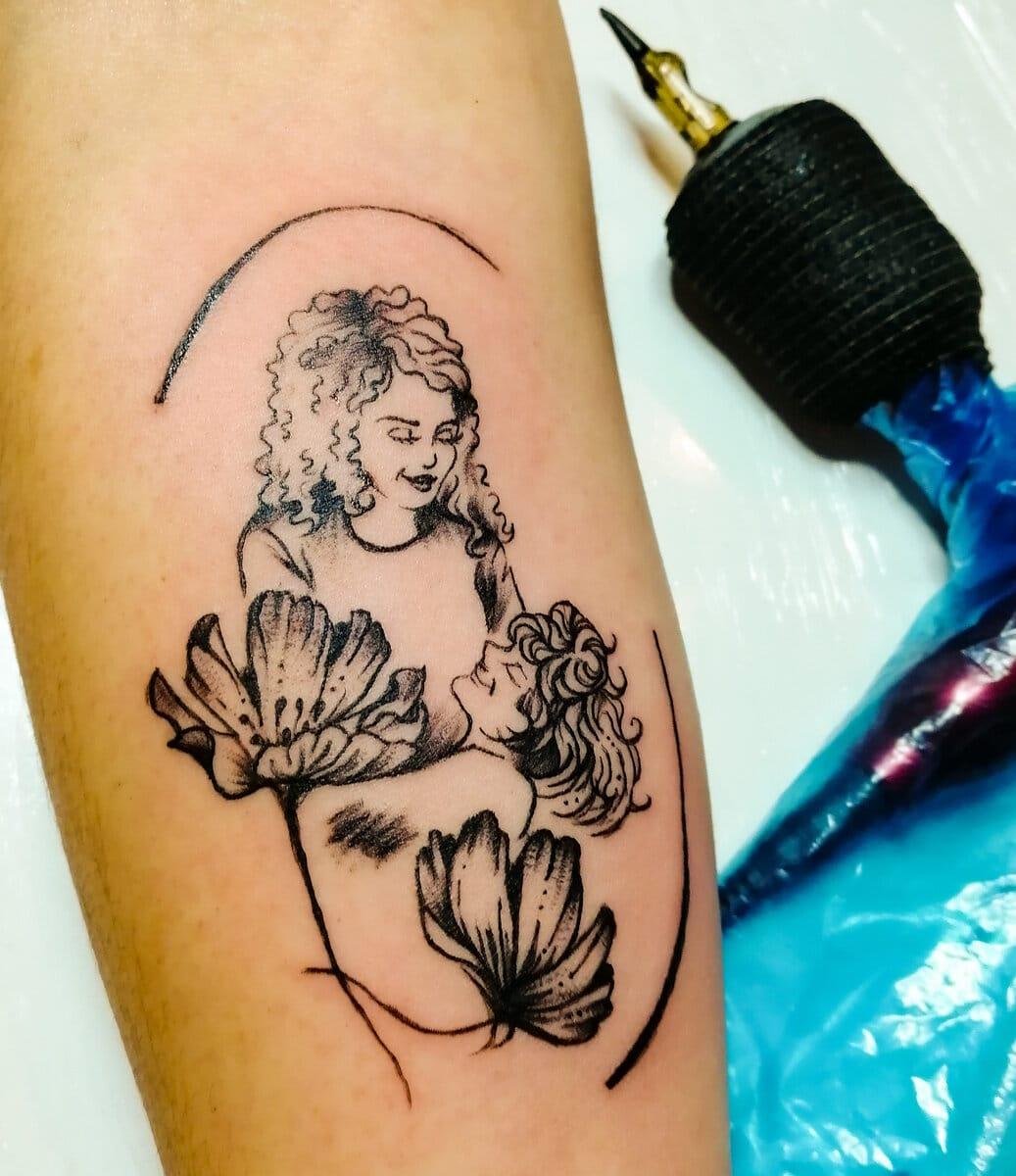 katia-barria-tattoo-artist-woman-child