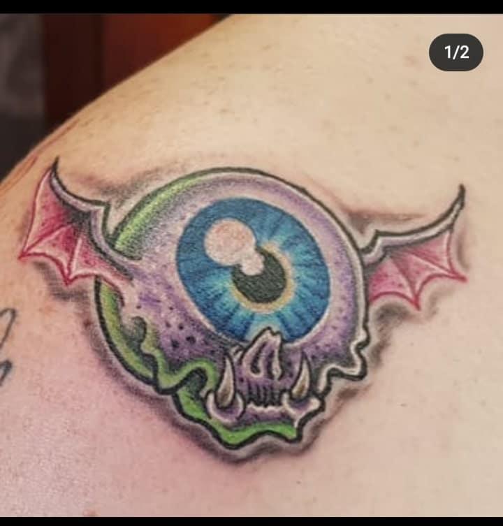 busta-boltoon-tattoo-artist-eye-newschool
