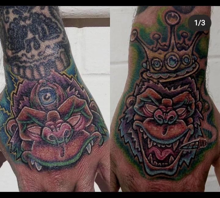 busta-boltoon-tattoo-artist-hand-monkeys