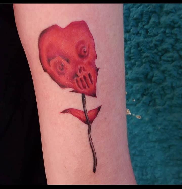 busta-boltoon-tattoo-artist-red-flower