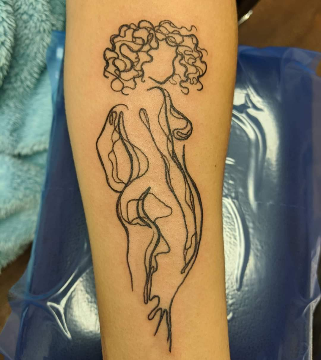 emily-page-tattoo-artist-woman-outline