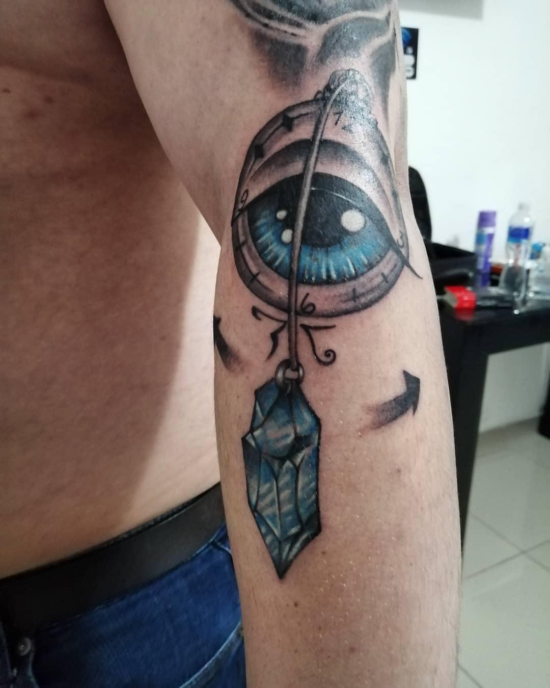 juliana-fuenzalida-tattoo-artist-eye-arm