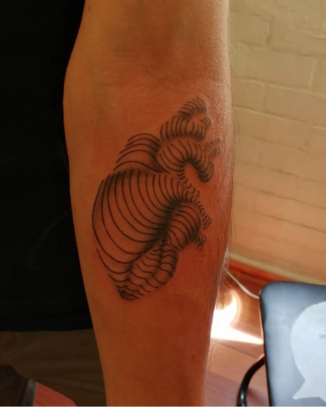 juliana-fuenzalida-tattoo-artist-heart-linework