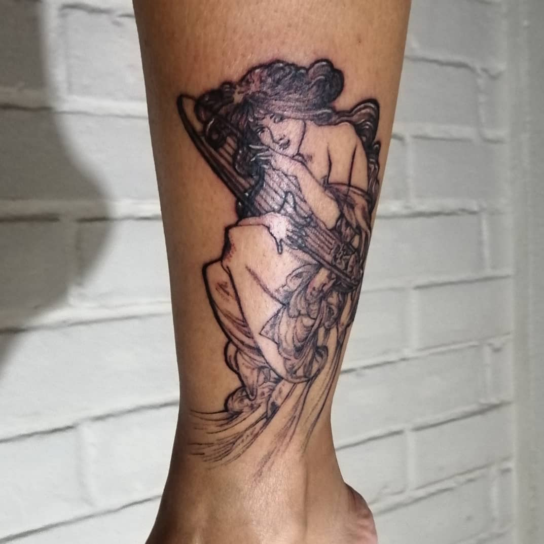 juliana-fuenzalida-tattoo-artist-woman-music-arm