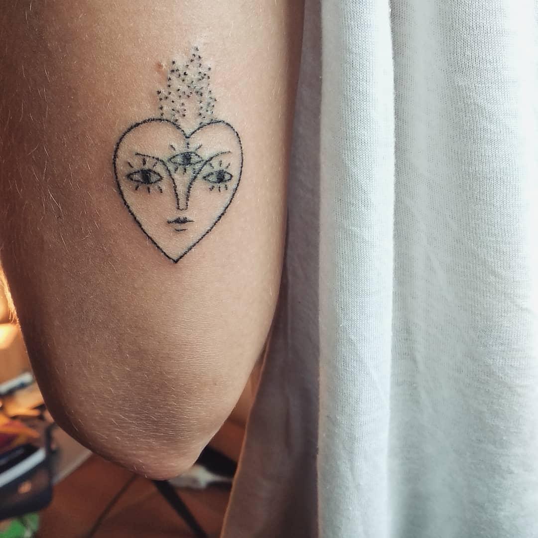 valiente-ave-tattoo-artist-heart-3-eyes
