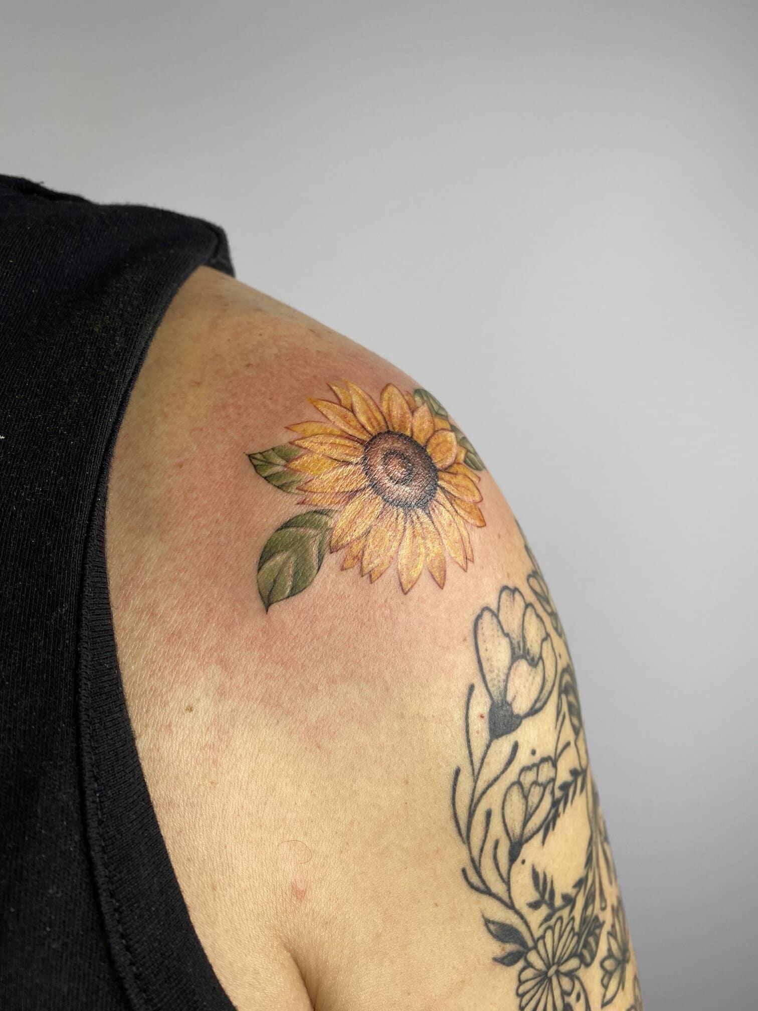 laura-aguilar-tattoo-artist-sunflower
