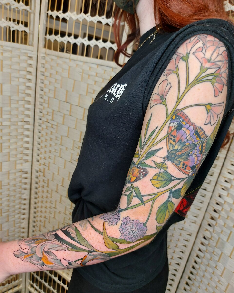 lucy-o-connell-tattoo-artist-bird-plants-arm