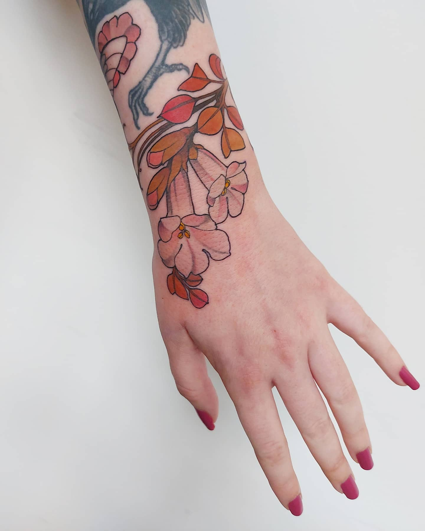lucy-o-connell-tattoo-artist-hand-flowers