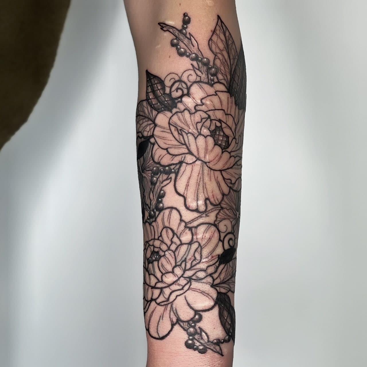 natasha-rachel-tattoo-artist-flowers-arm