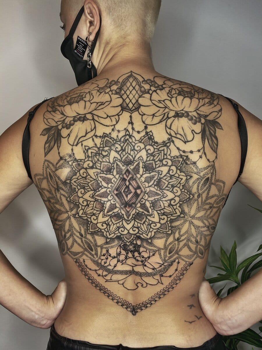 natasha-rachel-tattoo-artist-ornamental-back