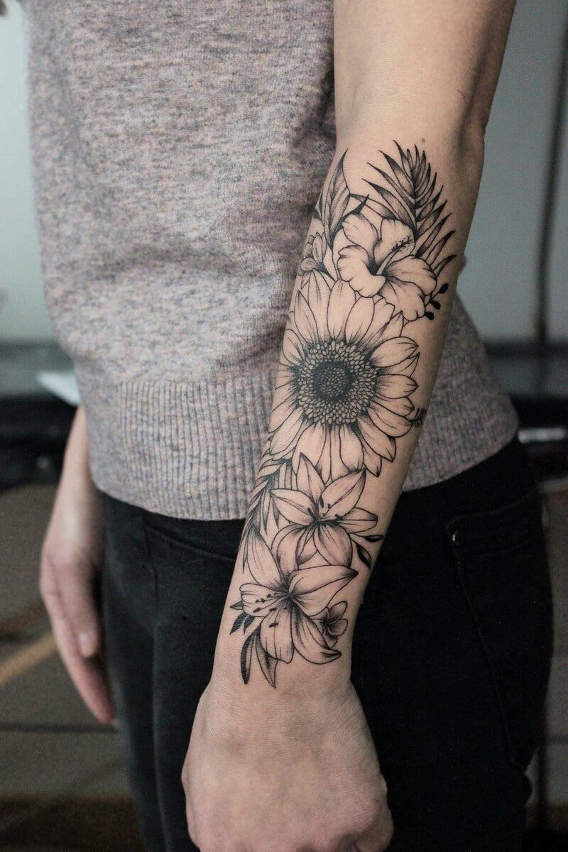 patricia-ortega-lilith-tattoo-artist-flowers