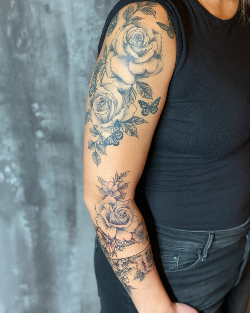 rowena-welter-tattoo-artist-rose-shoulder-arm