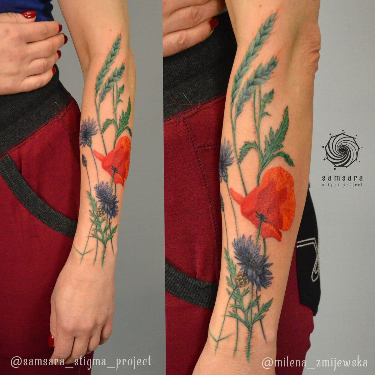 milena-zmijewska-tattoo-artist-flowers-arm