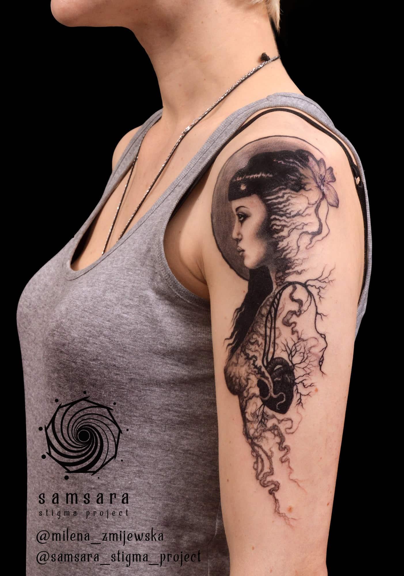 milena-zmijewska-tattoo-artist-woman-root-shoulder