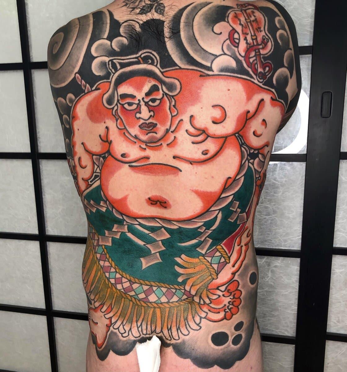 paolo-esse-tattoo-artist-back-sumo