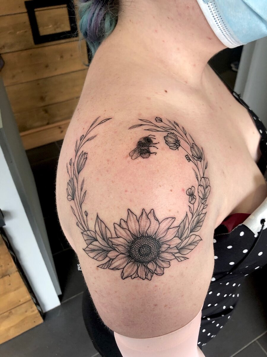 jas brett cardiff tattoo artist flower shoulder circle
