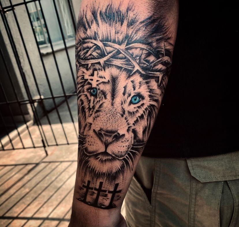 kaylene-padayachy-johannesburg-tattoo-artist-lion-blackwork