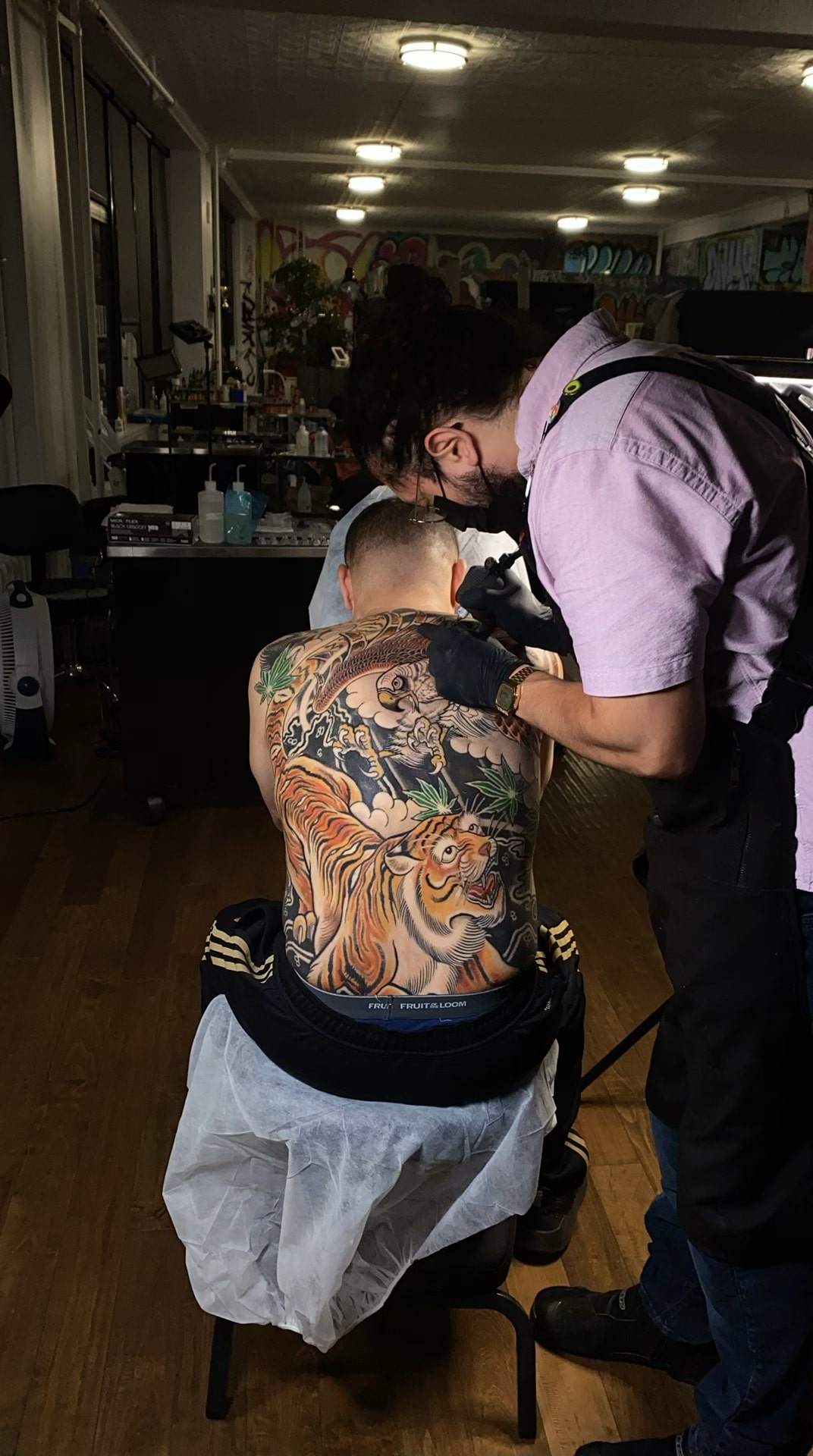 luis-cabezas-japanese-tiger-hawk-tattoo-back-during-session