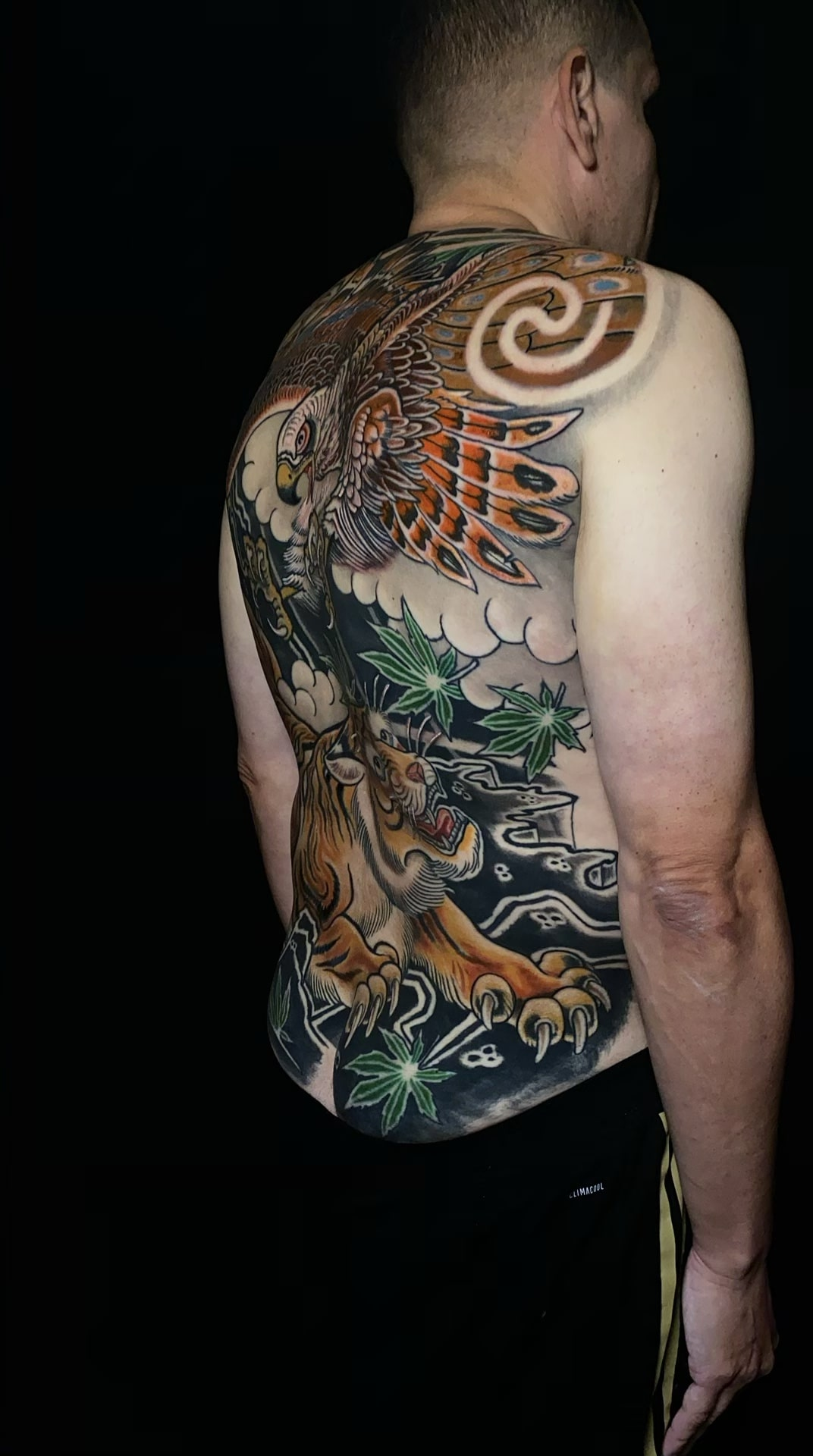 luis-cabezas-japanese-tiger-hawk-tattoo-back-from-the-right