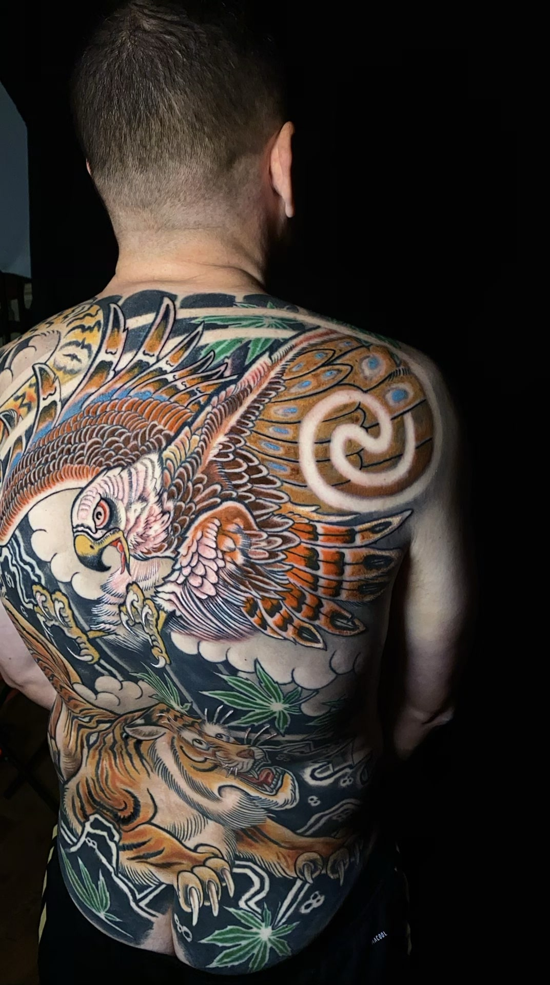 luis-cabezas-japanese-tiger-hawk-tattoo-back