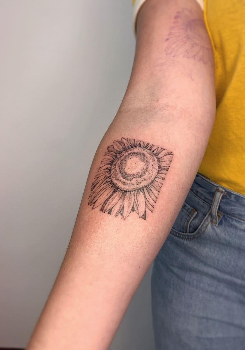 blanka-bartosova-tattoo-artist-sunflower
