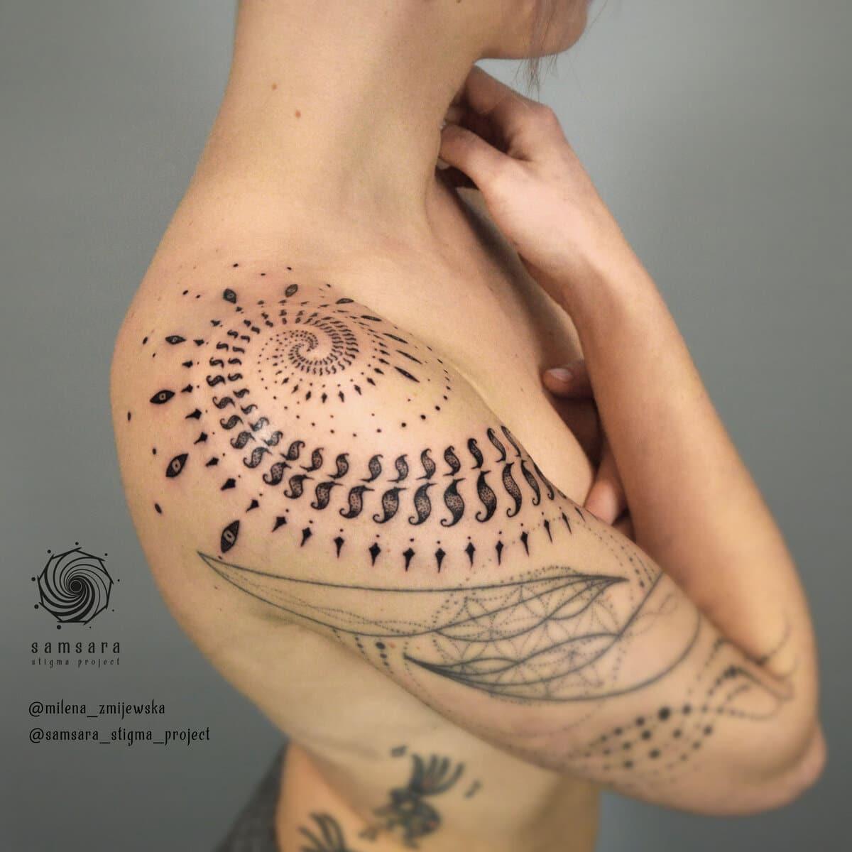 milena-zmijewska-tattoo-artist-sacred-geometry-shoulder