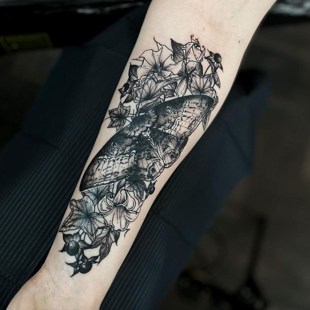 moth-tattoo-hyper-realistic-black