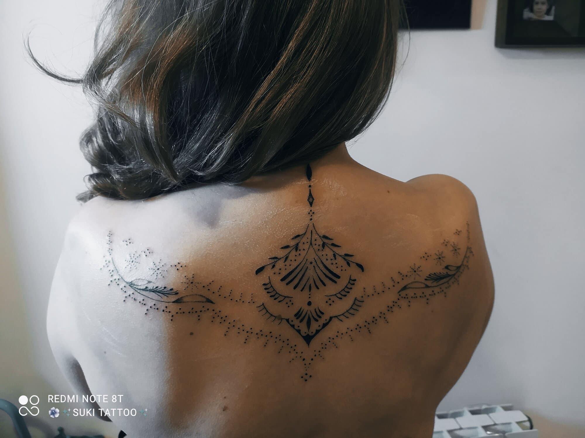laura-suarez-tattoo-artist-up-back